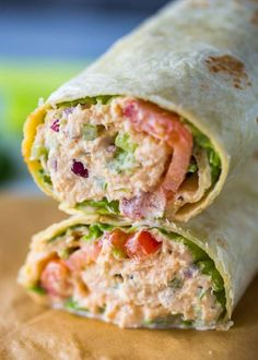 Spicy Sriracha tuna wraps make a great alternative to spicy tuna rolls and are light and refreshing. They're perfect for lunch and come together in just 5 minutes. Lunch is all about quick and healthy recipes. Spicy Tuna Salad, Spicy Tuna Roll, Spicy Tuna Recipe, Tuna Fish Wrap Recipe, Raw Food Recipes, Cooking Recipes, Healthy Recipes, Cooking Games, Canned Tuna Recipes