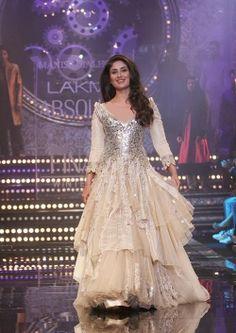 Kareena Kapoor in Manish Malohtra's Anarkali Suits-Fashion Fist (7)