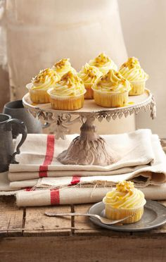 Grenadella-kolwyntjies, Hierdie kolwyntjies is baie klam - soos dit moet wees. Fruit Cupcakes, Baking Cupcakes, Cupcake Recipes, Cupcake Cakes, Dessert Recipes, Desserts, Cup Cakes, Gourmet Cupcakes, Yummy Cupcakes