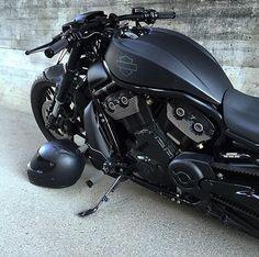 #BlackList Harley Davidson V-Rod Muscle Special Owner: @chrizzbiker #Motorcycledreams #Harleydavidson #RodMuscle #vrodmuscle #HD #Chopper #Shadow