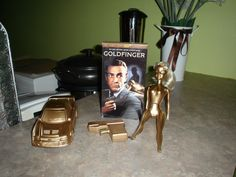 James Bond Theme Decor i don't know if y'all can see but they spray painted a gun gold. we could use this idea to add to the centerpieces. or maybe prop for photo booth James Bond Party, James Bond Theme, Casino Theme Parties, Casino Party, Pj Party, Party Themes, Casino Costumes, Casino Logo, Casino Movie