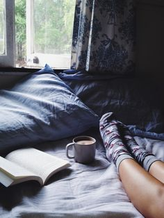 Find images and videos about pretty, book and coffee on We Heart It - the app to get lost in what you love. Hygge, Lifestyle Fotografie, Relax, Lazy Days, Lazy Sunday, 28 Days, Coffee Time, South Beach, No Time For Me