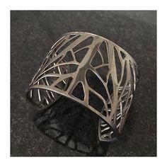Começando a semana com o #bracelete Folhas em #rodionegro  #joiasrenatarose #joias #renatarose #joiasparaamar #designdejoias #joalheriacontemporanea #joiascompersonalidade #joiasparasempre #joiasunicas #slowjewelry #slowdesign #designmaker #design #cooljewelry #Joyá #joyaipanema #temnajoya #folhas #euquero #fashionjewelry