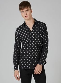 Shop men's New In This Week at Topman for a stylish and affordable look. Aw17, Printed Shirts, Menswear, Man Shop, Stylish, Blouse, Long Sleeve, Casual, Sleeves