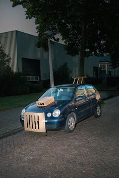 This Guy Walks the Streets at Night Pimping Strangers' Rides with Cardboard | VICE | Canada