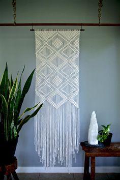 "Macrame colgante - cuerda de algodón Natural blanco en 24"" pasador de madera - geométricos rombos - listo para enviar"