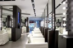 Beauty salon decorating ideas photos modern hair salon for Iluminacion para peluquerias