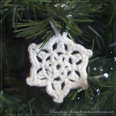 crochet snowflake christmas decoration with loop - www.wishesintherain.net