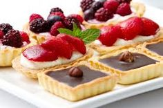 The Glamorous Gourmet: Vinous Valentine's Day Selections to Pair with your Favorite Desserts! Mini Desserts, Wine Recipes, Dessert Recipes, Mets Vins, Vegan Teas, Pastry Art, Catering Menu, Baking And Pastry, Pastry Chef
