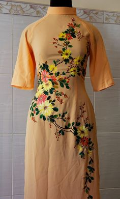 Fabric Painting On Clothes, Dress Painting, Painted Clothes, Simple Kurti Designs, Kurta Designs Women, Embroidery On Clothes, Embroidery Fashion, Collar Kurti Design, Hand Painted Sarees