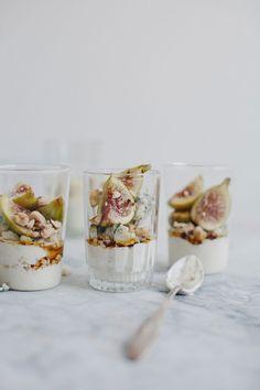 Bloesem living | 10 fig recipes you have to try Fig Recipes, Sweet Recipes, Cooking Recipes, Chef Recipes, Think Food, Love Food, Yogurt Granola, Yogurt Parfait, Tasty