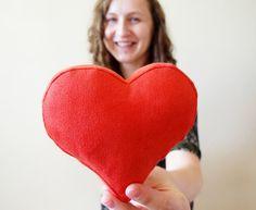 Poduszka serce - darmowy wykrój i tutorial / heart shaped pillow - free pattern and tutorial