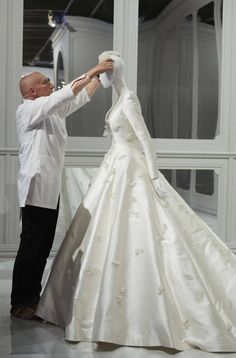 An exclusive look inside The House of Dior: 70 years of Haute Couture at the National Gallery of Victoria - Vogue 🇦🇺 Miranda Kerr's Dior Wedding Dress. Dior Wedding Dresses, Wedding Dress Trends, Elegant Wedding Dress, Bridal Dresses, Wedding Gowns, Wedding Ceremony, Miranda Kerr, Victoria, Haute Couture Dresses