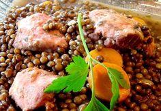 Ingrédients:  250 g de lentilles vertes  400 g de petit salé  1 carotte  2 gousses d'ail  1 oignon  1 clou de girofle  1 feuille de la...