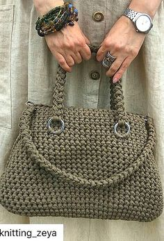 Carefully Crafted Beautiful Crochet Bag Models - Page 15 of 16 - Womens ideas Free Crochet Bag, Crochet Tote, Crochet Handbags, Crochet Purses, Crochet Stitches, Crochet Patterns, Easy Crochet, Crochet Bag Tutorials, Bag Pattern Free