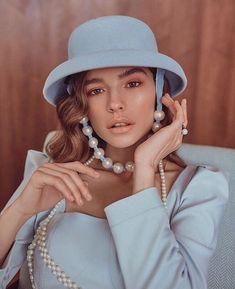 Las perlas se han considerado durante mucho tiempo como una piedra para las mujeres maduras. Por lo tanto, hay mujeres que les da miedo usar las joyas con perlas. Y decimos: ¡en vano! Solo mira las ideas modernas. ¡Estas joyas no añaden años adicionales y se ven muy elegantes Decir No, Fashion Accessories, Pearls, Trends, Jewels, Chic, Accessories, Women