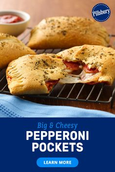 Craving cheesy pepperoni pockets? Upgrade this family-friendly snack to a delicious dinner with homemade hot pockets using Pillsbury Big & Flaky or Big & Buttery Crescents. With just 5 ingredients and 35 minutes, the whole family can get in on the action to make mini pepperoni pizzas. It's a totally unexpected meal they'll request over and over. Homemade Hot Pockets, Easy Homemade Pizza, Homemade Crescent Rolls, Crescent Roll Recipes, Yummy Snacks, Healthy Snacks, Breadsticks Recipe, Garlic Breadsticks, Pizza Pockets
