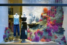 Here are a selection of the amazing windows created by Anthropologie for Earth Day. This year their theme was underwater. The contents of most windows were later auctioned off with proceeds going t…