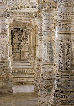 hamsahands:  Pillars at Ranakpur | Jain Temple
