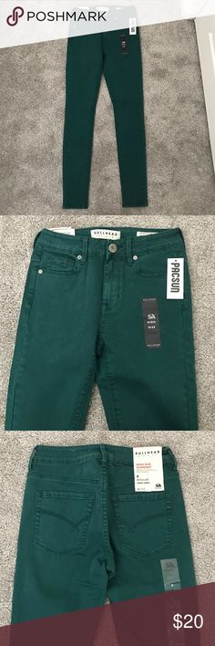 Pacsun dark green high rise skinny jeans These Pacsun skinny jeans have never been worn and are a size 0. They're a dark forest green color and are not TOO bright. The material is pretty good and has a little bit of stretch. PacSun Jeans Skinny