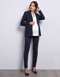 Expertly tailored, Seraphine's Navy Blue Ponte Maternity Blazer offers a flattering fit, perfect for every trimester. Maternity Work Clothes, Maternity Coat, Stylish Maternity, Maternity Fashion, Office Outfits, Office Wear, Casual Office, Girly Outfits, Work Outfits