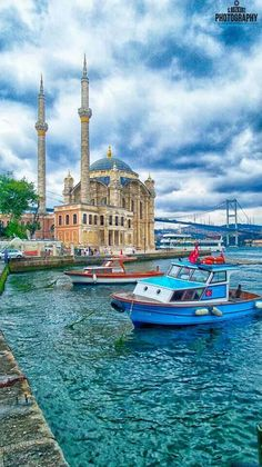 Voyager ©: Straits of Bosphorus, Istanbul, Turkey Beautiful Places To Visit, Cool Places To Visit, Places To Go, Portugal Vacation, Site Archéologique, Istanbul Travel, Beautiful Mosques, Hagia Sophia, Turkey Travel