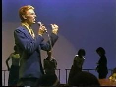 Celebrating the life of David Bowie: 'Fame' from the LP 'Young Americans' via Soul Train. Good Music, My Music, Music Songs, Music Videos, David Bowie Pictures, Lovers Eyes, Soul Train, Young Americans, Ziggy Stardust