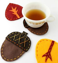 Sit your cuppa tea on these awesome autumn felt coasters. (DIY from Sew,Mama,Sew!)