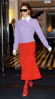 Victoria Beckham from The Big Picture: Today's Hot Photos Color block queen! The style icon steps out in a lavender sweater and red skirt while making her way through New York City. Color Combinations For Clothes, Color Blocking Outfits, Victoria Beckham Outfits, Victoria Beckham Style, Pink Outfits, Cute Casual Outfits, Skater Skirt Outfit, Skirt Outfits, Celebrity Outfits