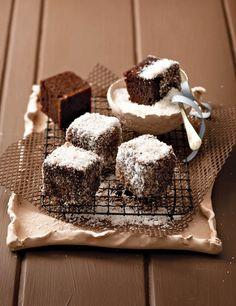 Ystervarkies met koek-uit-die-boks from SARIE African Cake, African Dessert, Cake Recipes, Dessert Recipes, Desserts, Kos, South African Recipes, Cupcake Cakes, Cupcakes