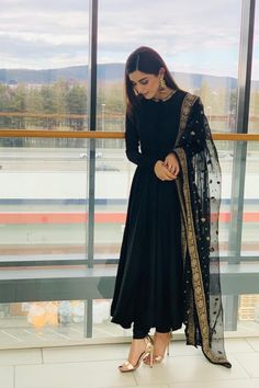 outfit in 2019 indian dresses, indian designer suits, indian designe Pakistani Dresses Casual, Indian Gowns Dresses, Indian Fashion Dresses, Dress Indian Style, Pakistani Dress Design, Eid Dresses, Black Pakistani Dress, Indian Fashion Modern, Indian Dresses Online