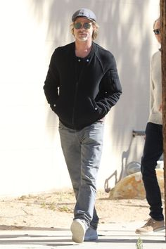 Brad Pitt out and about in Hollywood on Jan. 2019 after meeting with members of his production team. Hollywood Star, Hollywood Life, Celebrity Babies, Celebrity Photos, Celebrity Style, Charlize Theron, Brad Pitt Style, Fight Club Brad Pitt, Sarah Michelle Gellar