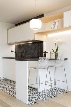 C'est l'architecte Emilie Melin, qui s'est accompagnée pour cela de l'entreprise Mon Concept Habitation, qui a pris en charge la rénovation d'un grand studio parisien …