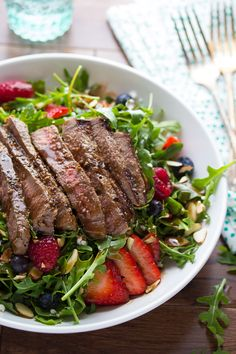 Balsamic Steak, Berry and Arugula Salad | sweetpeasandsaffron.com @sweetpeasaffron