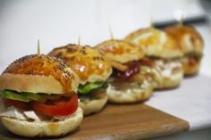 receta-mini-pan-aperitivo-cocktail-tapaditos-pollo-cherrytomate-09 Pan Relleno, Mini Sandwiches, Canapes, Catering, Sushi, Lunch, Ethnic Recipes, Food, Google