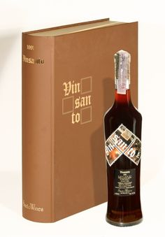 Time generously offers to Vinsanto invaluable taste and aromas while it rests in oak barrels in SantoWines cellars. Santowines remains faithful to the traditional vinification technique of Vinsanto and offers you this precious wine, from the extraordinairy 1991 Vintage.
