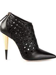 Iil7 Boutique - Now that's a stiletto heel!