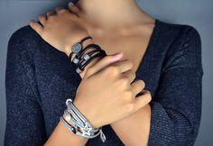 Vani et Loka en vedette Bracelets, Photos, Jewelry, Fashion, Wine Gift Sets, Man Women, Pendant, Ear, Locs