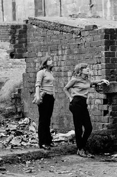 Teenage girls waiting in backyard of a Maryhill tenement block, Glasgow, 1971 (Photograph: Nick Hedges). Old Pictures, Old Photos, Birmingham, Gorbals Glasgow, Glasgow Scotland, Scotland Travel, British History, Asian History, Tudor History