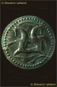 cultura picena, disco in bronzo a sbalzo, da San Severino / Pitino, Monte Penna, tomba 17, Museo Archeologico Nazionale di Ancona