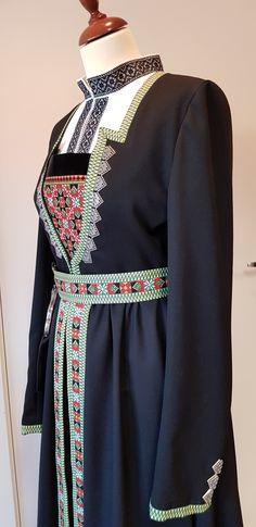 Bunad og Stakkastovo AS Bell Sleeves, Bell Sleeve Top, Google, How To Wear, Crafts, Diy, Tops, Dresses, Women