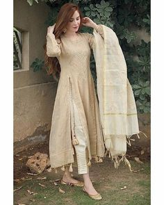 Party Wear Indian Dresses, Pakistani Fashion Party Wear, Designer Party Wear Dresses, Indian Fashion Dresses, Indian Designer Outfits, Designer Wear, Casual Indian Fashion, Beautiful Pakistani Dresses, Pakistani Dresses Casual