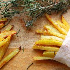 Più salutari e anche più gustose di quelle del fast food, queste patatine alla paprika e al rosmarino conquisteranno tutta la famiglia! (Ricetta di La regola del piatto)