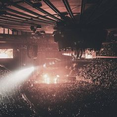 RG @abelxo ..What a SOLD OUT Madness Tour at Madison Square Garden looks like ... #Bucketlist > see #theweeknd live