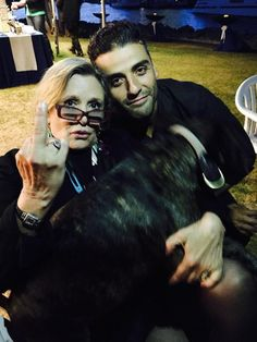 Oscar Isaac, Carrie and Gary.oh Carrie Fisher, you are a National Treasure.and Oscar Issac is a gift from God! Carrie Fisher, Gary Fisher, Frances Fisher, Oscar Isaac, Starwars, Amour Star Wars, Star Wars Cast, Princesa Leia, Star Wars Love