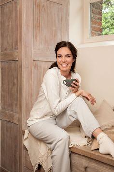 Perlina: Cozy damespyjama in grijs en wit met mooie details.