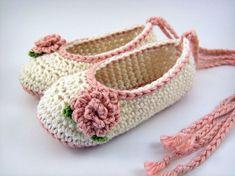 Rose chaussons de Ballet au Crochet chaussons bébé par JennOzkan