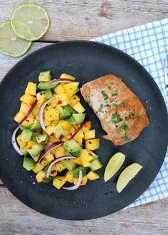 Svin med mango og avokadosalat