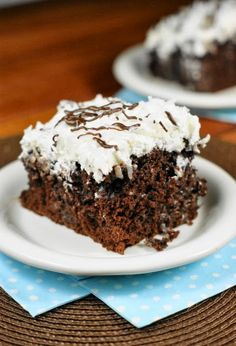It's coconut, coconut, and more coconut! Moist and tender chocolate cake, soaked with cream of coconut and frosted with coconut whipped cream ~ this Coconut Chocolate Poke Cake is a chocolate-and-coconut lover's dream. Chocolate Marshmallow Cake, Tasty Chocolate Cake, Coconut Chocolate, Coconut Frosting, Whipped Cream Frosting, Fun Desserts, Delicious Desserts, Dessert Recipes, Appetizer Recipes