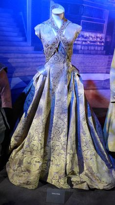 """From """"Game of Thrones"""" worn by Sophie Turner as Sansa Stark design by Michele Clapton Medieval Costume, Medieval Dress, Medieval Clothing, Historical Clothing, Game Of Thrones Dress, Got Costumes, Mode Costume, Emblem, Fantasy Dress"""